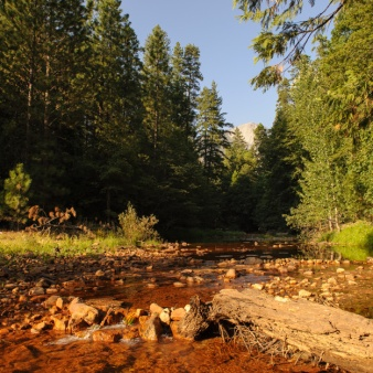 Yosemity-Red Merced River_001